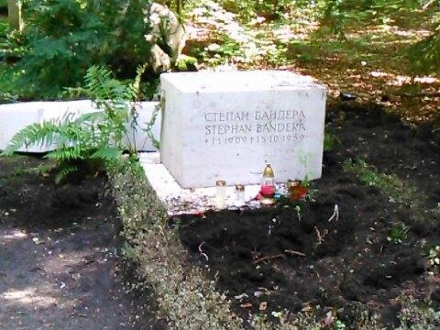 1282bf12a7d591 Засуджуємо терористичний акт, здійснений в Мюнхені на могилі лідера ОУН  Cтепана Бандери